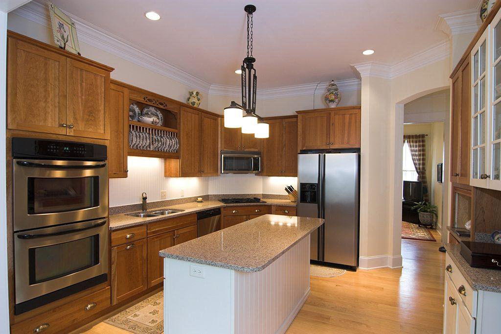 indigo-decor-ideas-two-toned-kitchen-colour-ideas-that-boost-your-mood