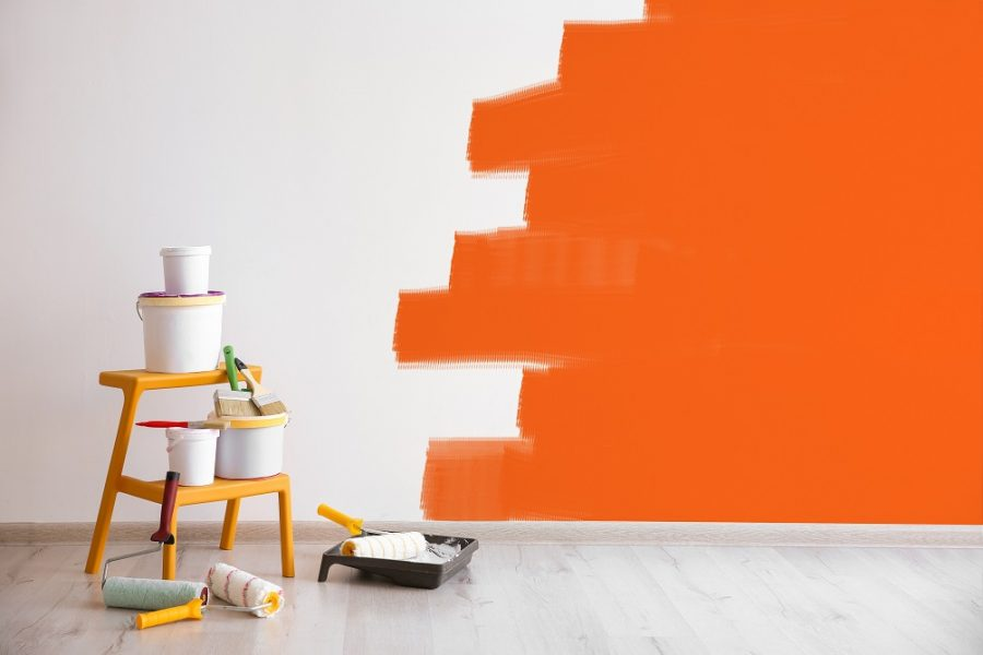 What is the difference between enamel paint and acrylic paint?