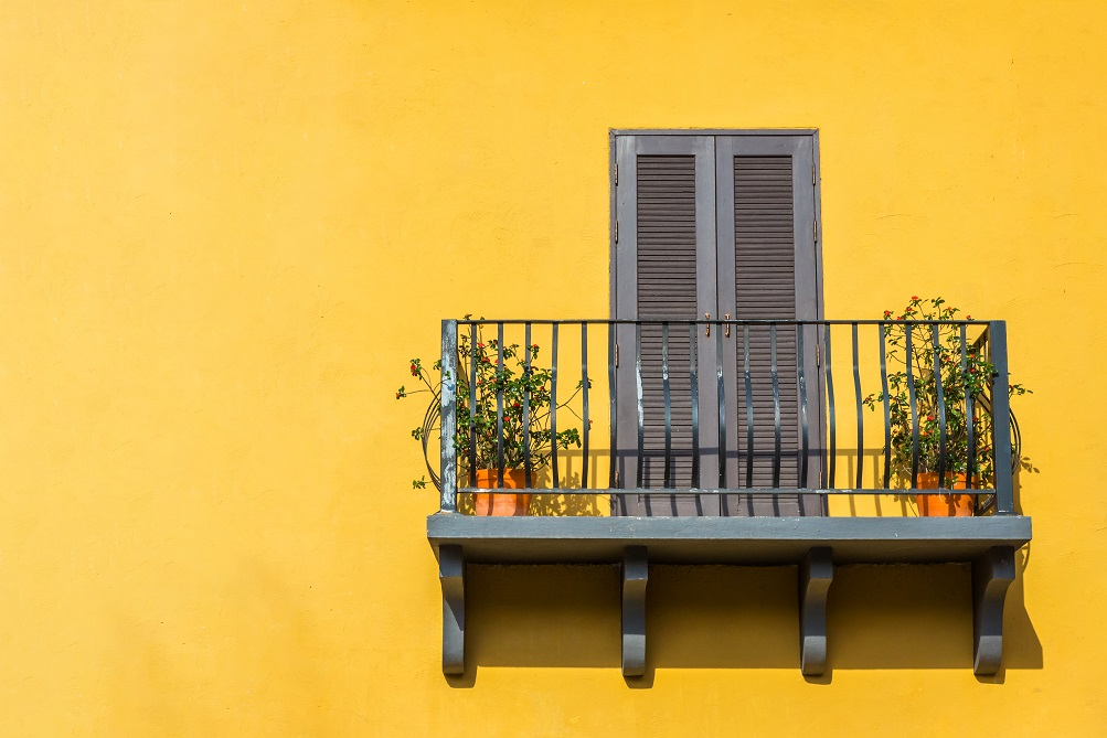 Yellow and green exterior paints for the house